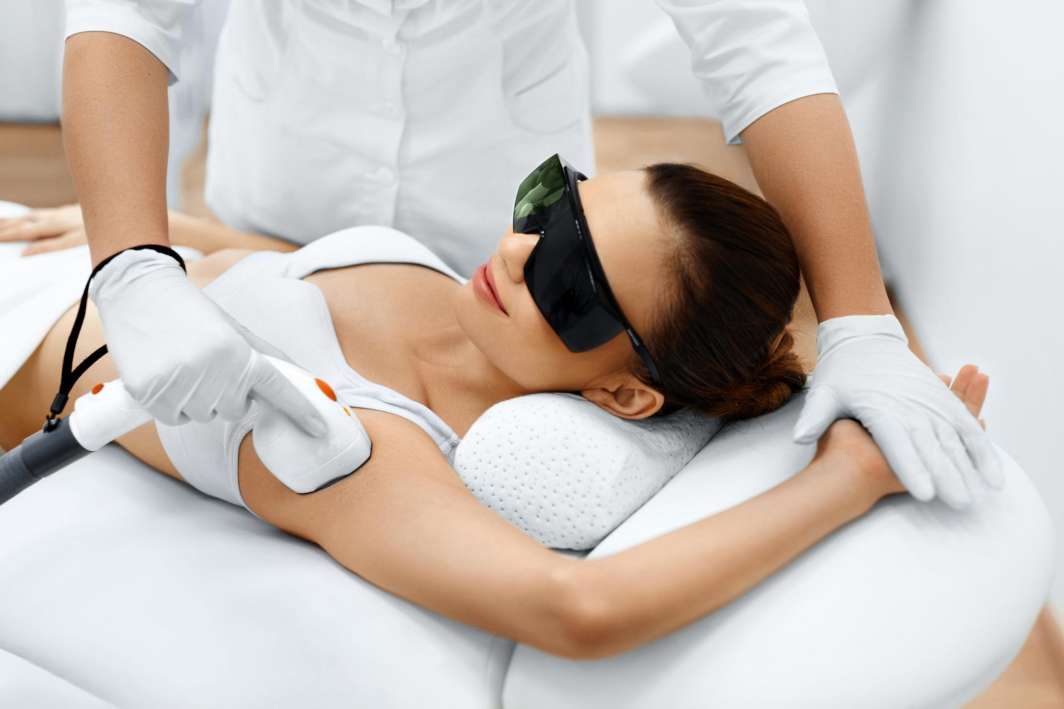 Depilacja laserowa – ciesz się aksamitnie gładką skórą!