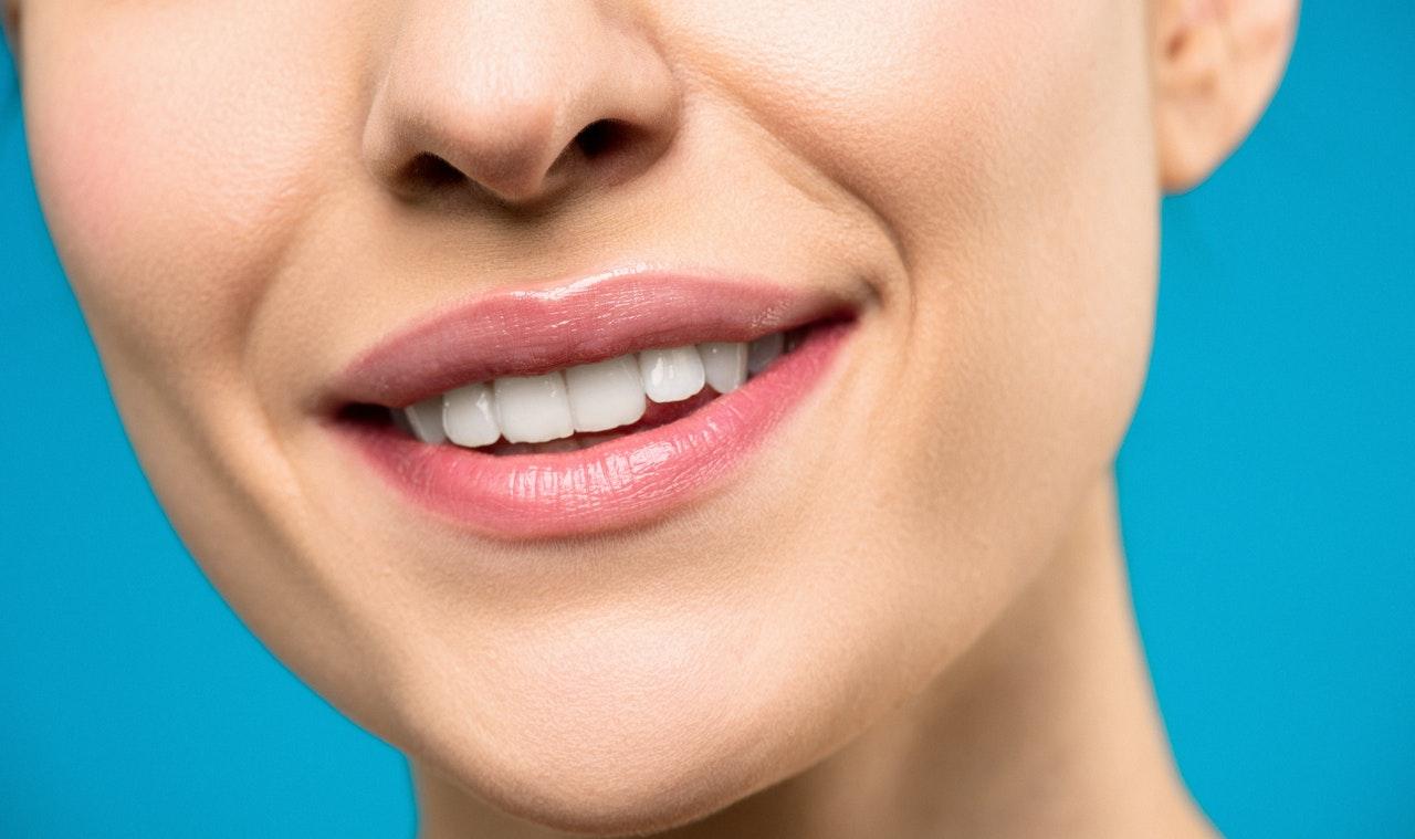 Na czym polega zabieg powiększania ust?