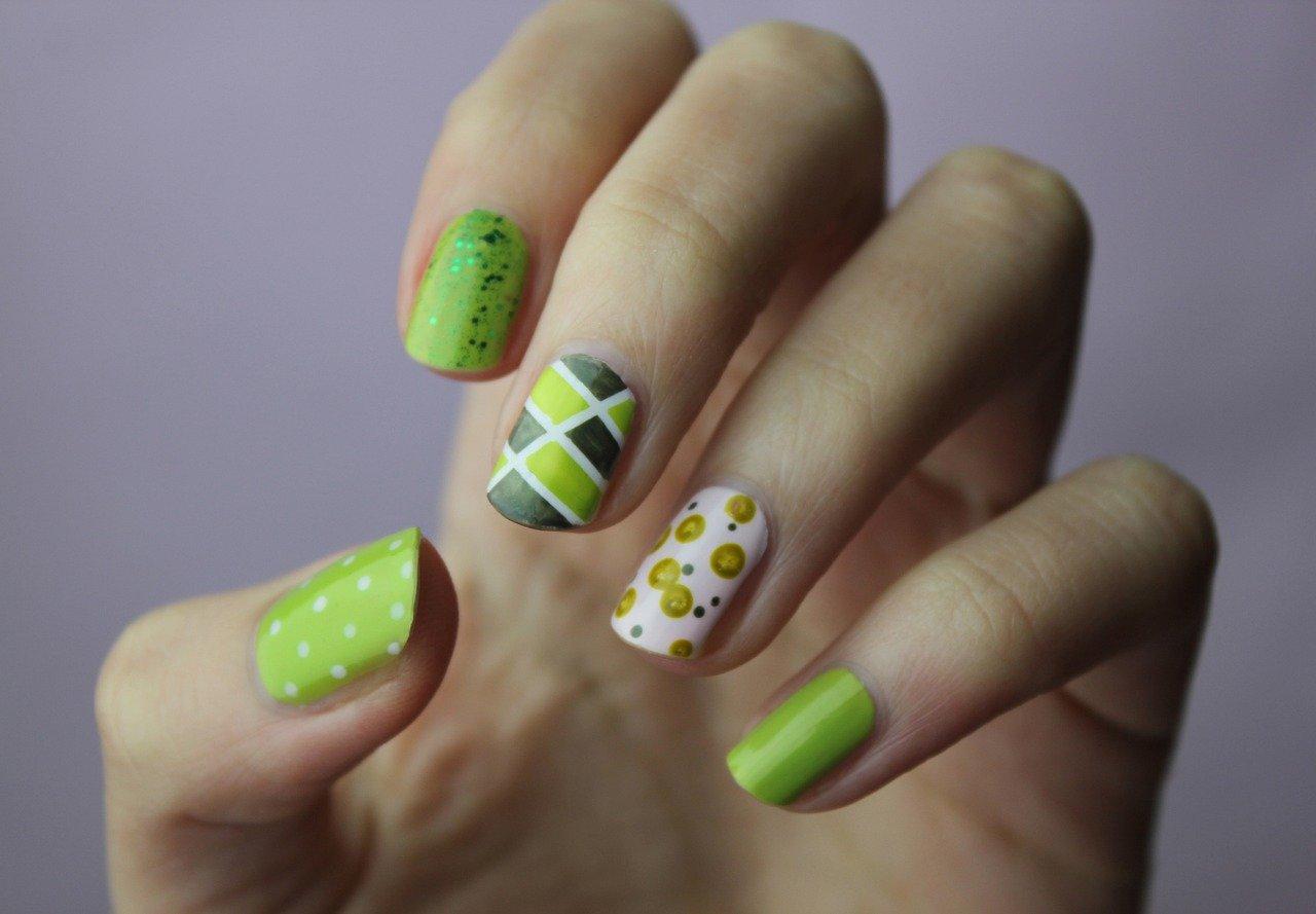 Lakiery do paznokci – czyli wszystko o najnowszych trendach kosmetycznych i modowych