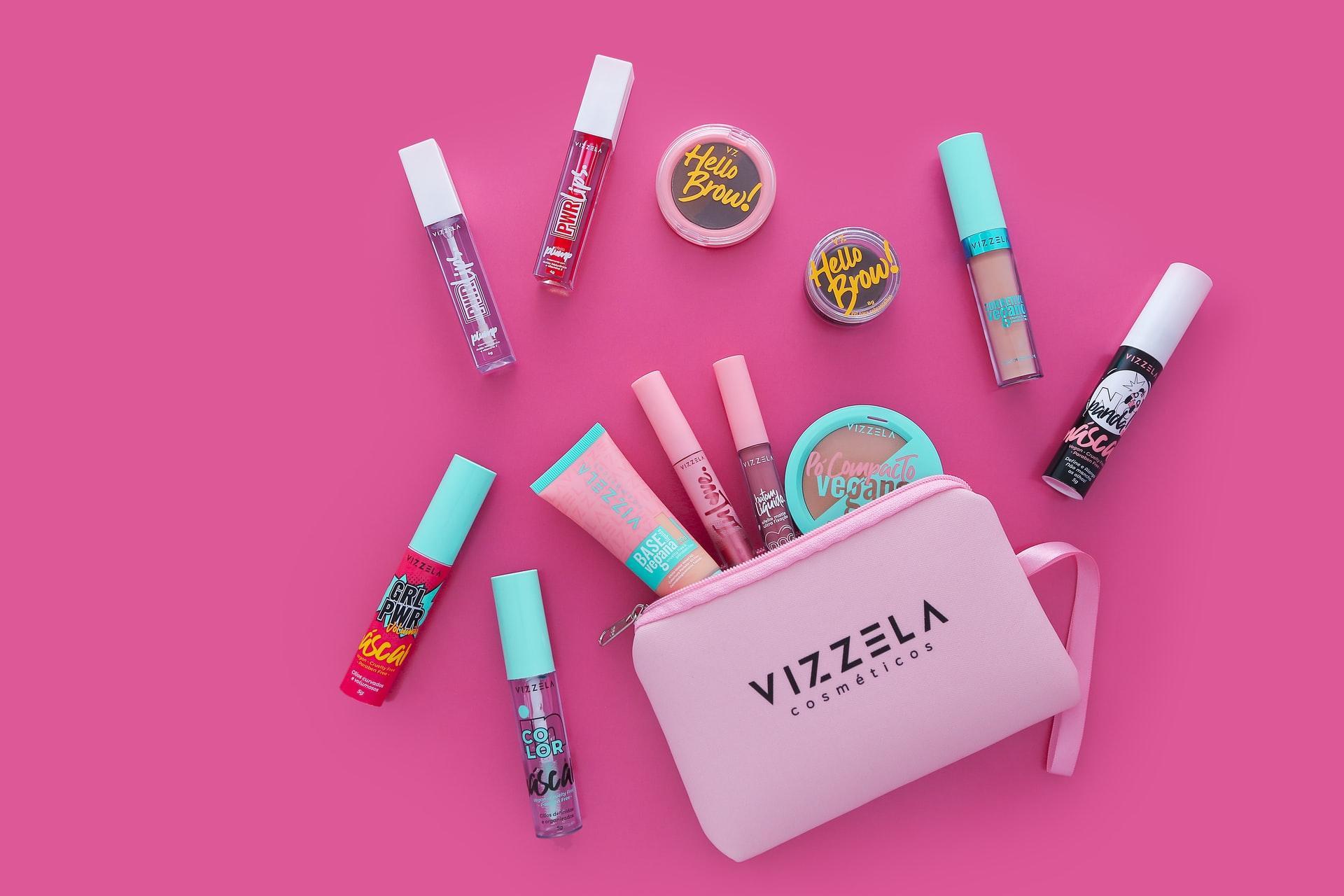 Jakie kosmetyki dla nastolatek? Co powinno się znaleźć w kosmetyczce nastolatki latem?