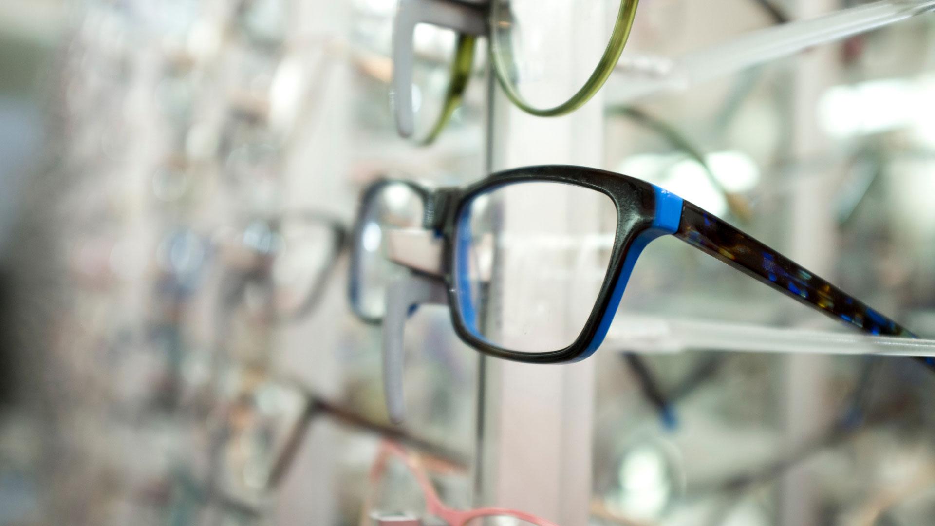 Co składa się na cenę okularów korekcyjnych i jak tanio kupić okulary?