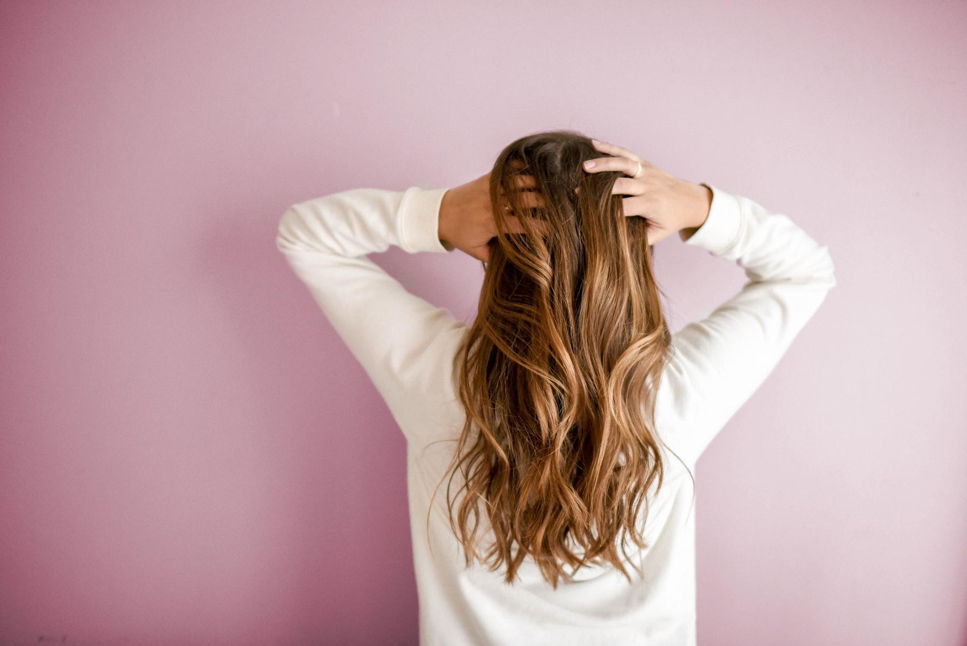 Jak dbać o włosy, aby były mocne i zdrowe?